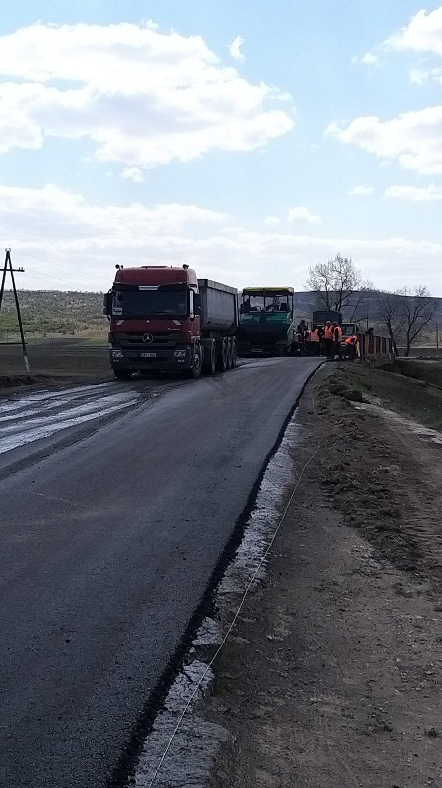 Работы по ремонту дорог районного значения продолжаются….