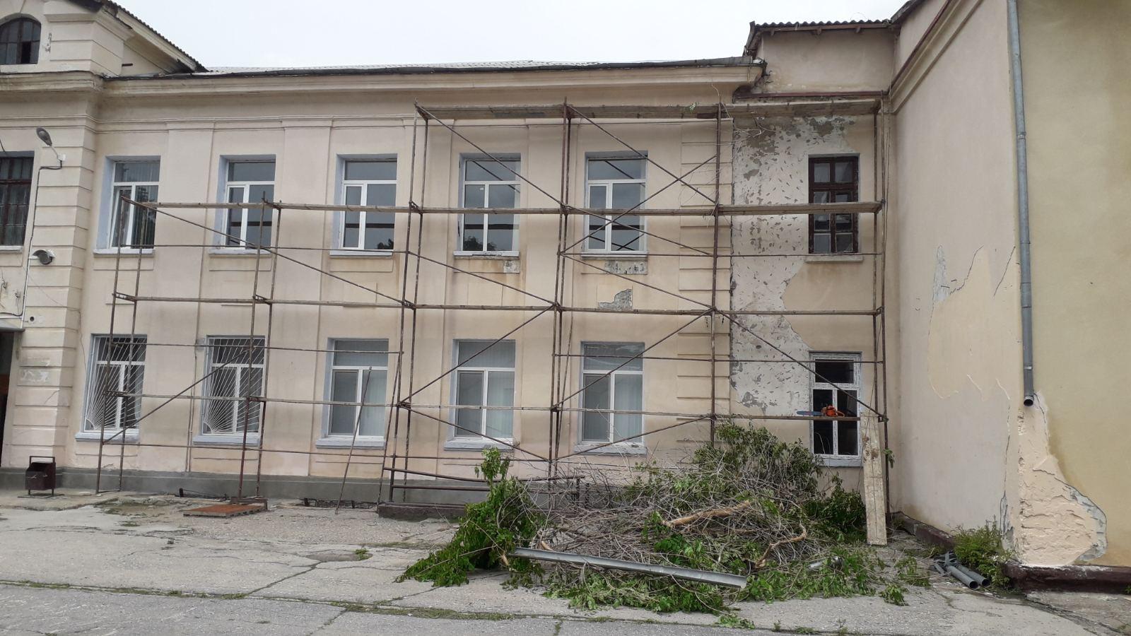 Ремонт фасада здания Лицея им. Гоголя, июнь 2020