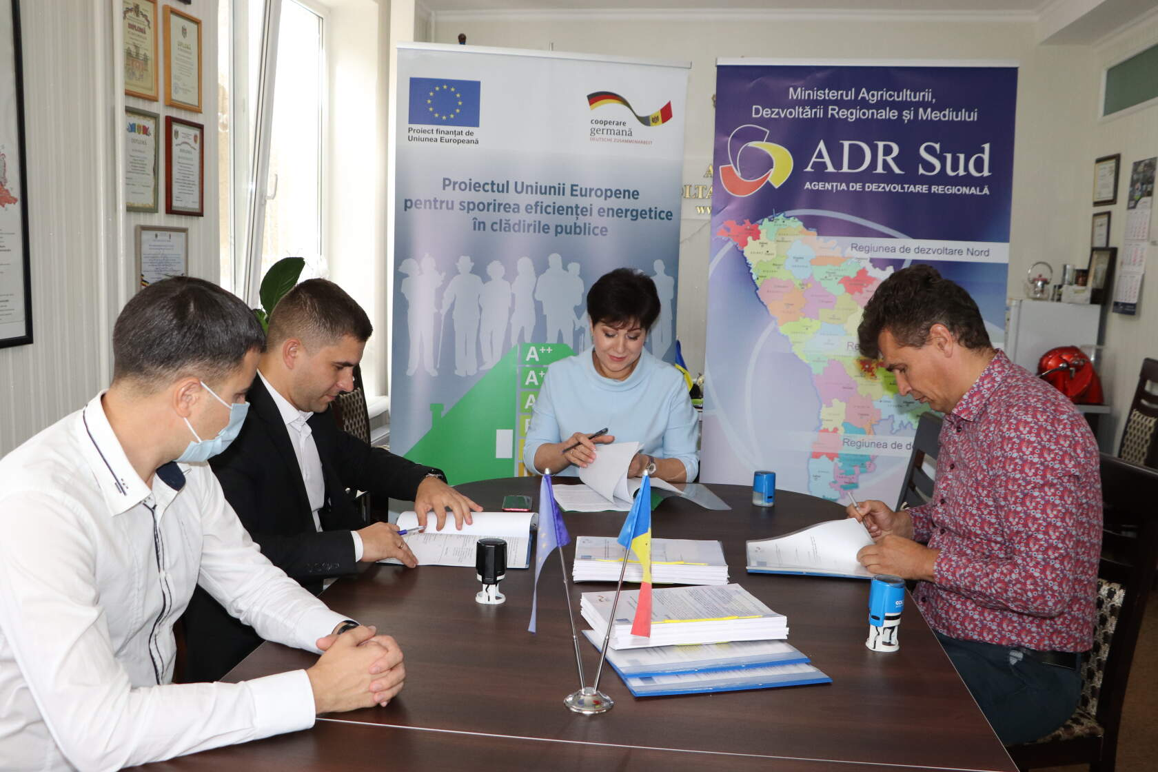 Подписание договора на проведение работ по энергоэффективности в лицее Матей Басараб , 28 сентября 2020